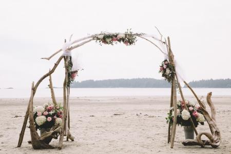 Szymon Szymczakowski_Tofino Wedding Flowers